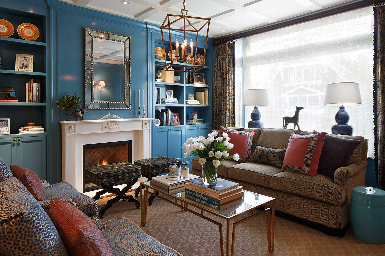 blue lacquered walls in living room