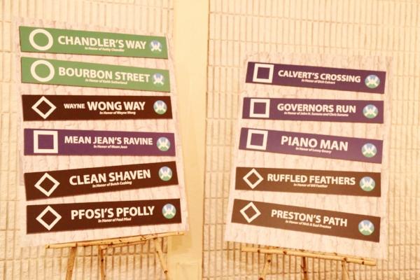 Green Peak trail signs