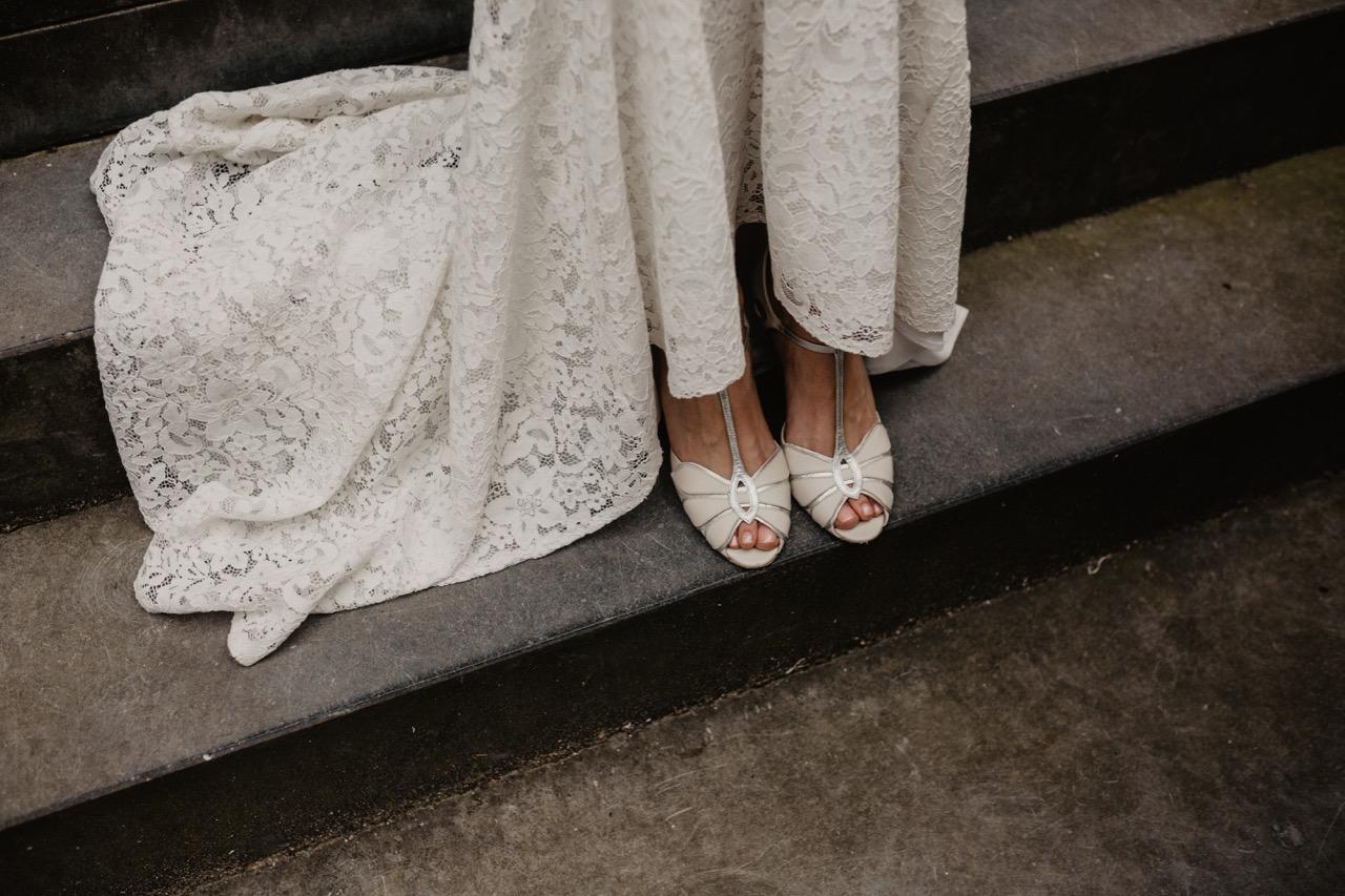 bruidsjurk en schoenen