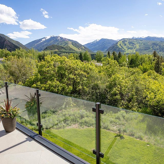 Beautiful views from our Red Mountain project... perfect for summer evenings! Draw Drive, Aspen #cyrandco #aspen #projectdrawdriveaspen #build #aspensnowmass #homebuilder #customhome #luxury #house #builderslife #modern #mountain #views #mountainmodern @kddesignaspen @thunderbowlarchitects @aspenstarwood_llc 📷: @photograferg
