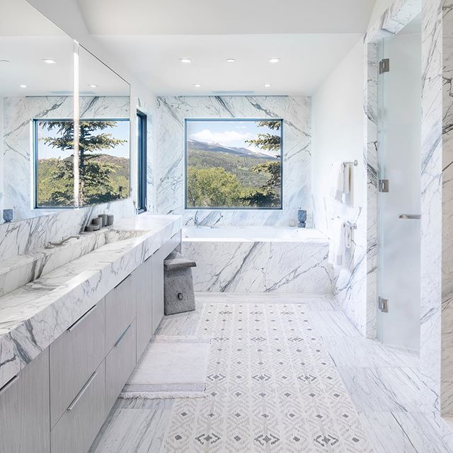 Master bathroom with a view at our Red Mountain project. Draw Drive, Aspen. #cyrandco #aspen #snowmass #builder @kddesignaspen @thunderbowlarchitects @aspenstarwood_llc 📷: @photograferg