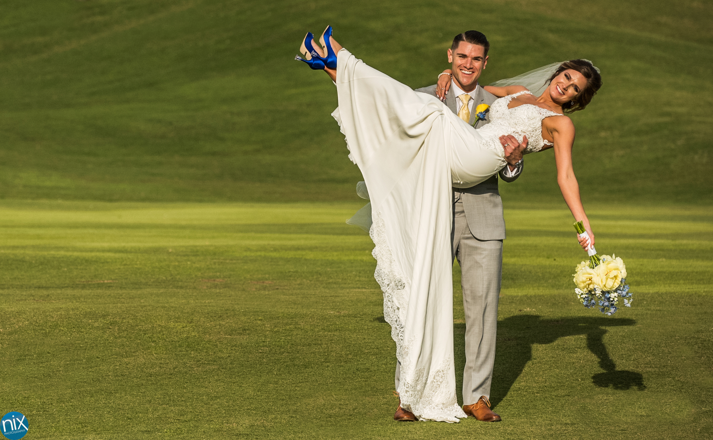 bride and groom golf course.jpg