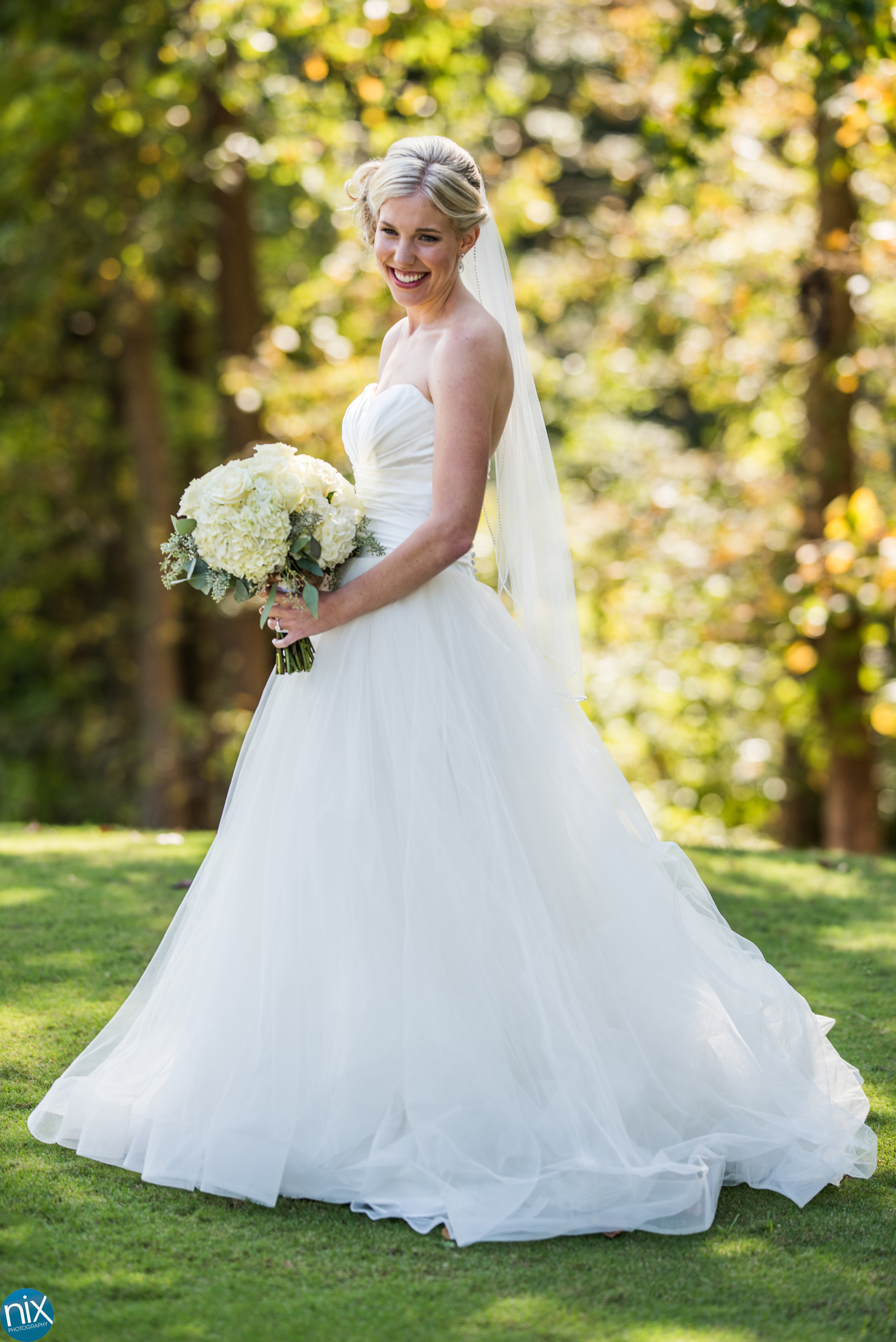 bride at North Stone Country Club in Huntersville.jpg