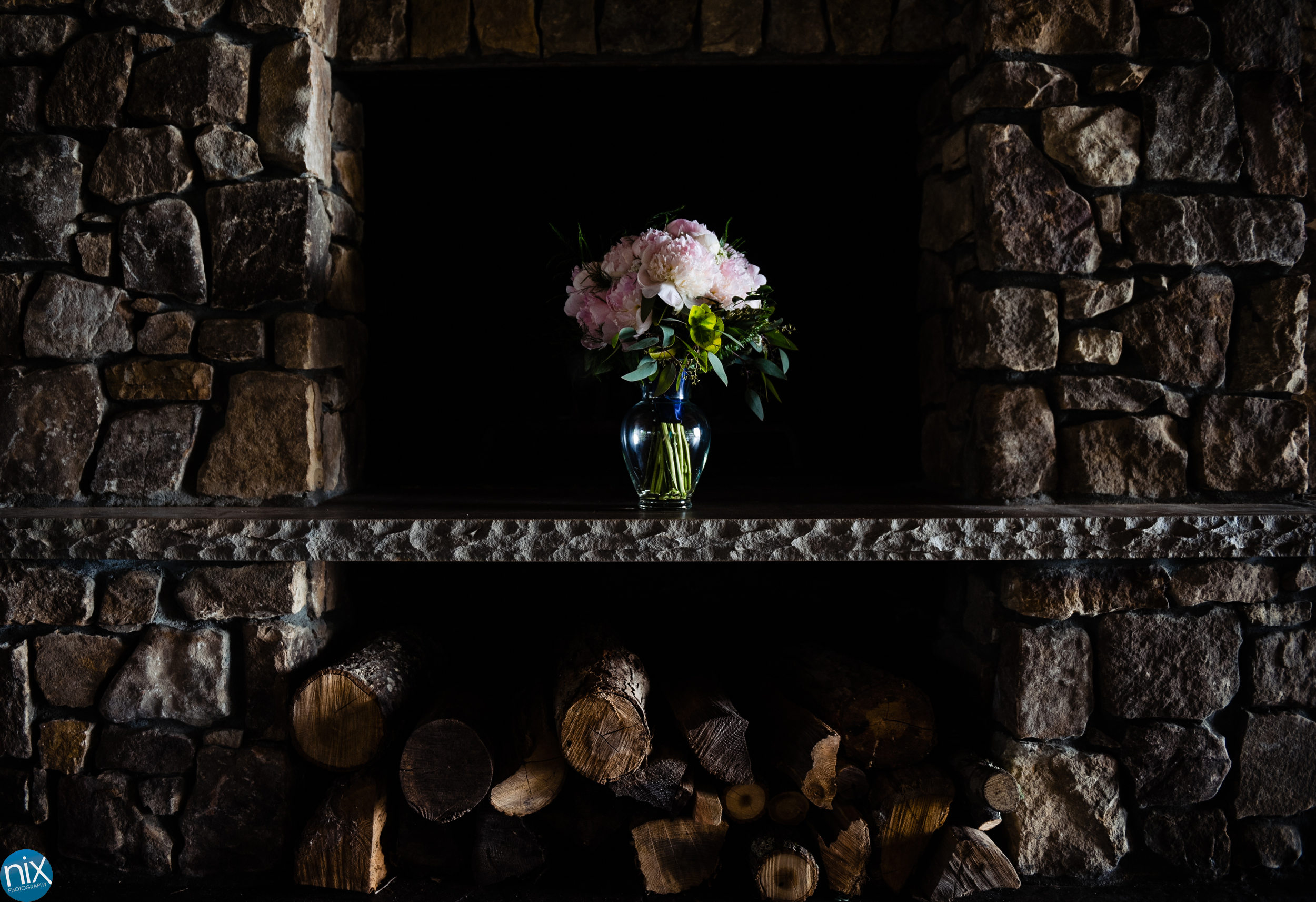 wedding_bouquet_fireplace_hendersonville_cabin_ridge.jpg