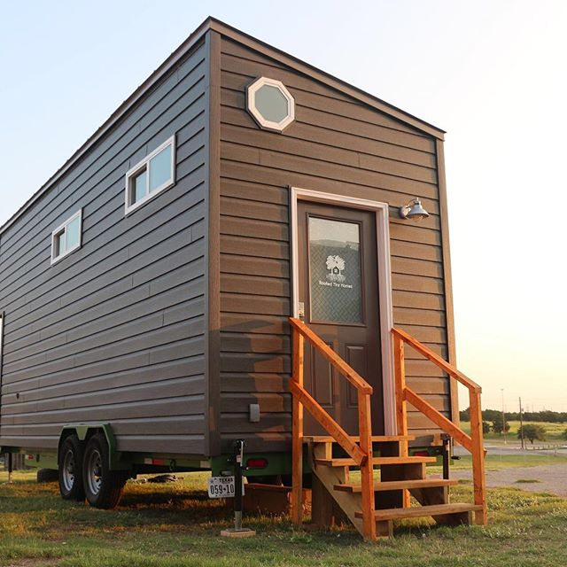 New Video - Tiny House on Wheels Show Austin TX JAMBOREE 2018 - check our bio for the link, make sure to like + subscribe to our youtube channel to see more upcoming videos! ⠀ 🎥: @goodspero ⠀ @rootedtinyhomes⠀ ⠀ ⠀ ⠀ #Tinyhouse #tinyhousemovement #tinyliving #tinyhouseonwheels #rootedtinyhomes #ohana #tinyhousemagazine #tinyhousenation #tinyhousefamily #tinyhousebuilders #tinyhouselistings #tinyhousehunters #tinyhouselove #lessismore #diy