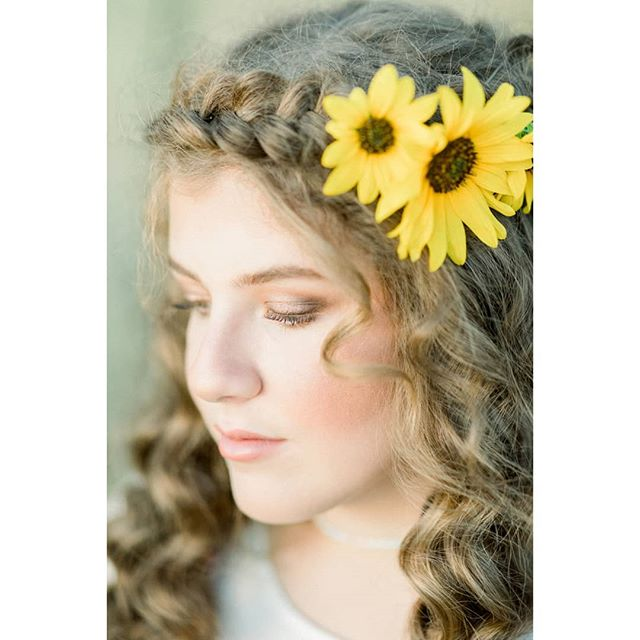 Got the chance to do this cute girl's hair and makeup for a fun shoot in the sunflowers. We had a blast even though it was super 🔥🔥🔥