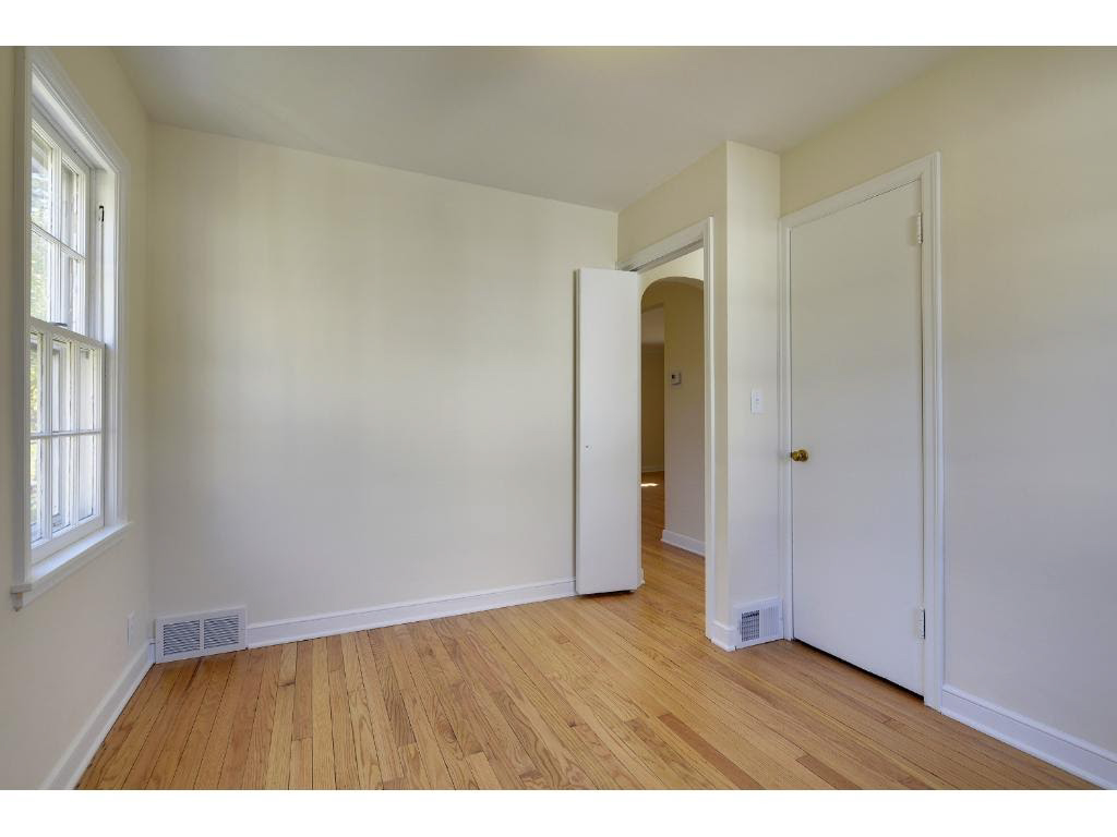 Bedroom :: Imagine a new door, not a bi-fold one ;)