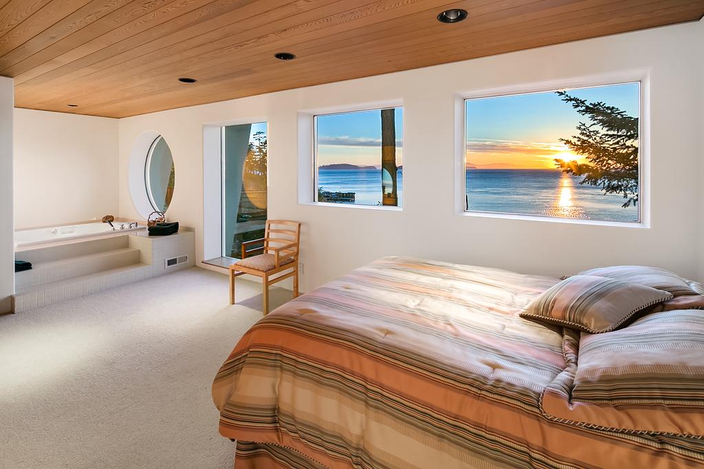 19 Guest Bedroom (larger).jpg