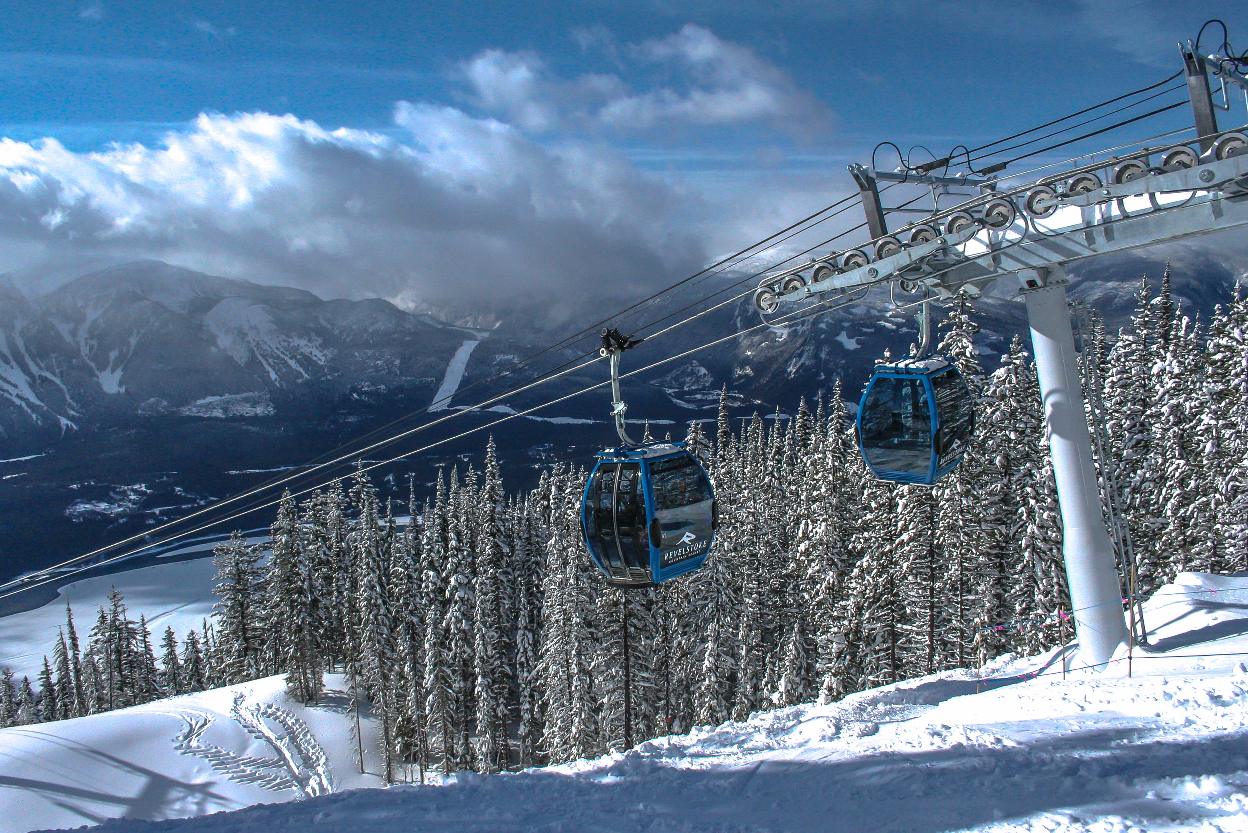 a day's skiing at spedtacular Mt Revelstoke...Noth Americas biggest vertical drop at  1713m (5620 ft)...