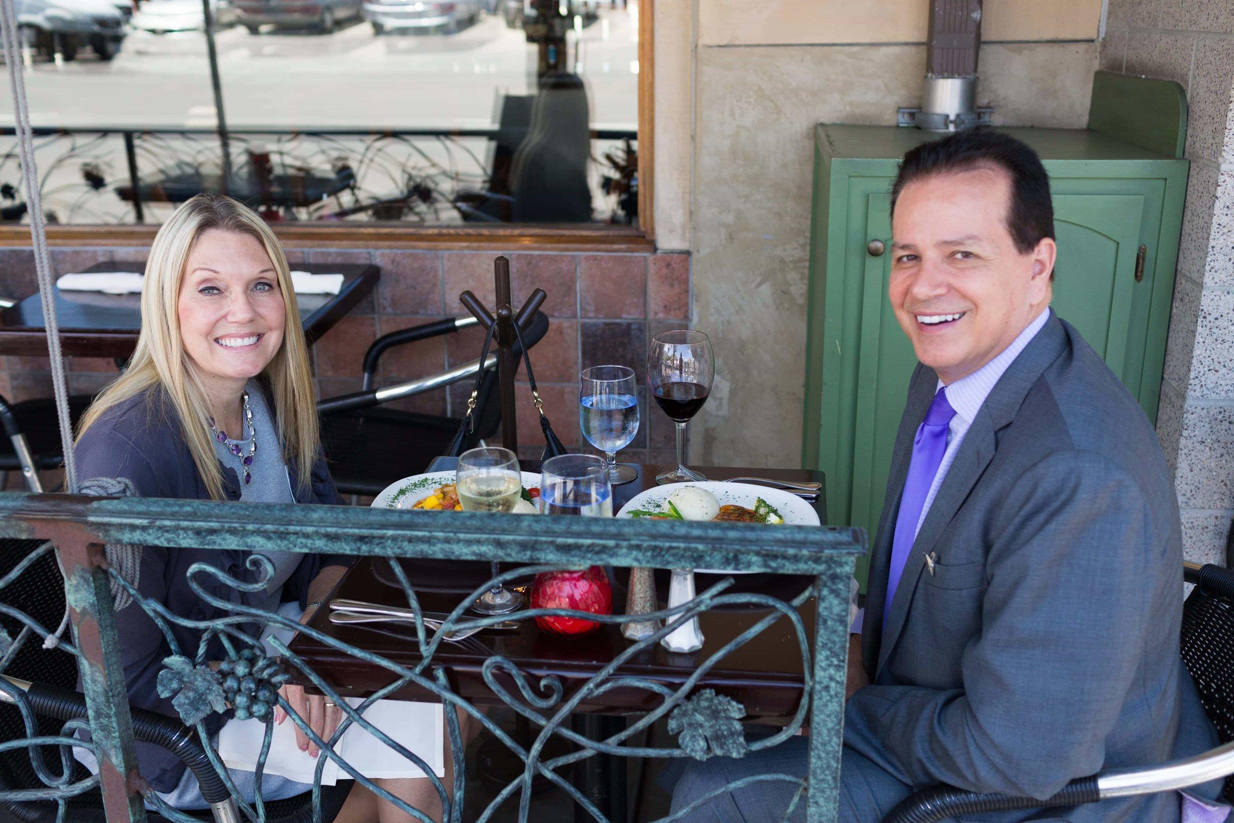 puerto-la-boca-little-italy-couple-eating-outside.jpg
