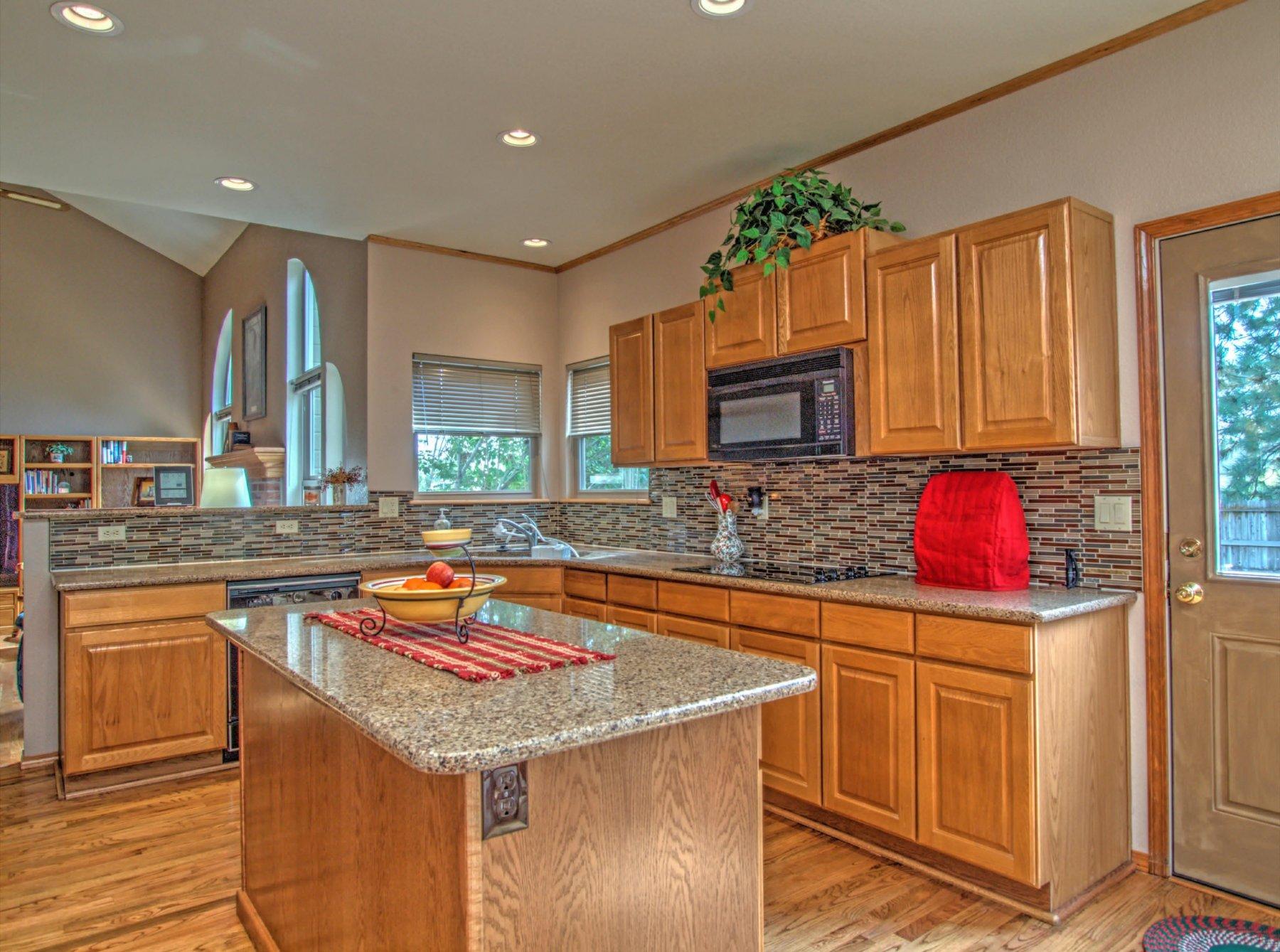 12-1586-Kitchen1.jpg