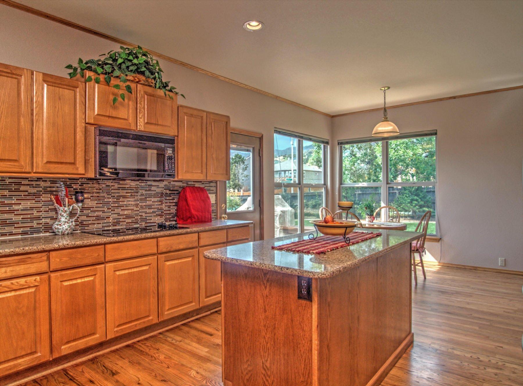 13-1355-Kitchen2.jpg