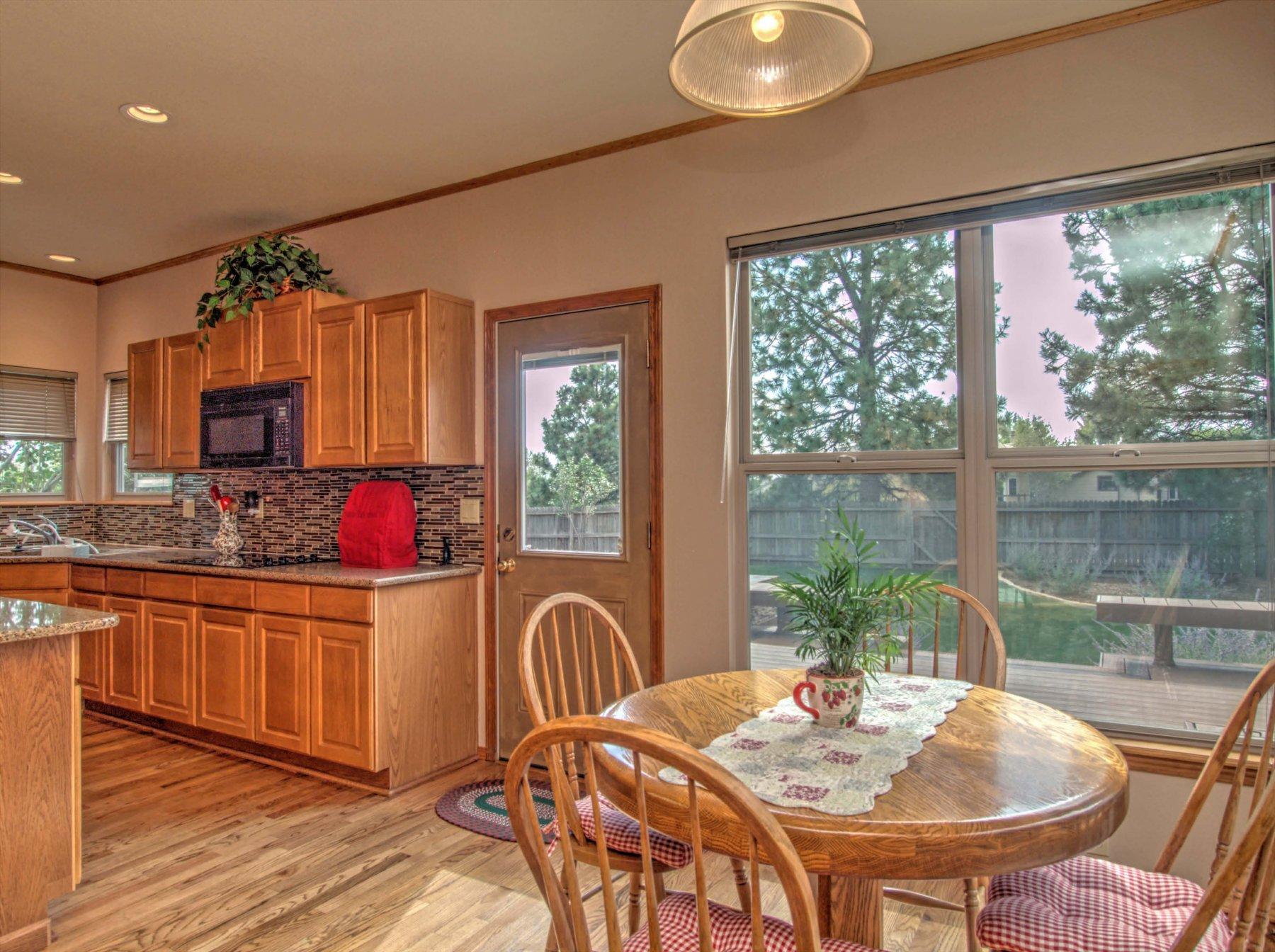14-930-KitchenNook.jpg