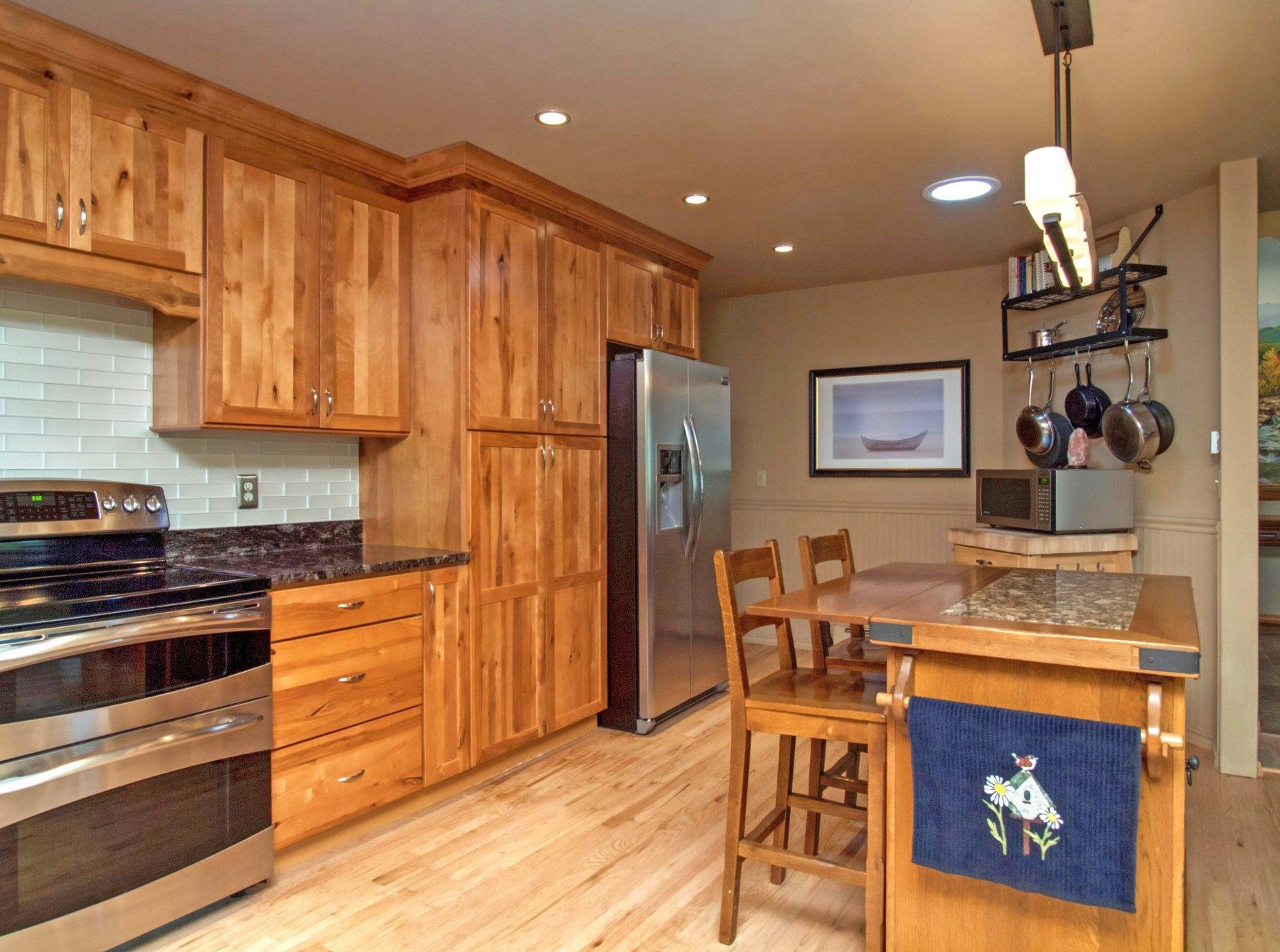 13-782-Kitchen2.jpg