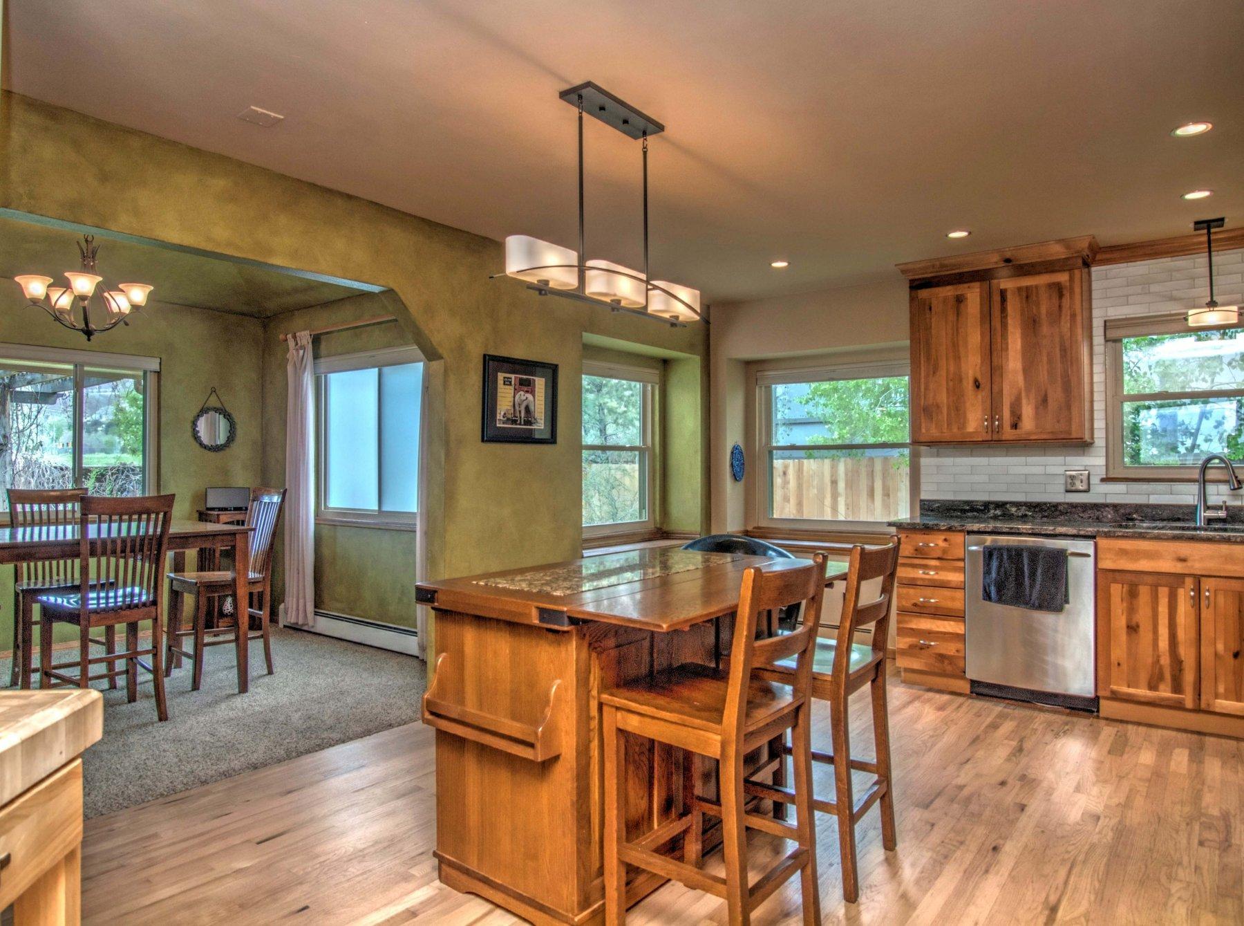 14-312-Kitchen3.jpg