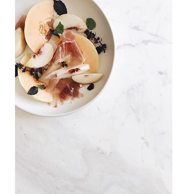 Monday cleanse #whatcarbs #loungepretty #prettyeats #monday 📷: @sundaysuppers