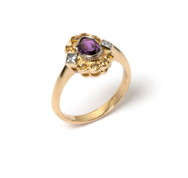 Yellow gold ring with half bezel-set purple sapphire, 2 princess cut diamonds and 8 golden diamonds set into a cluster.