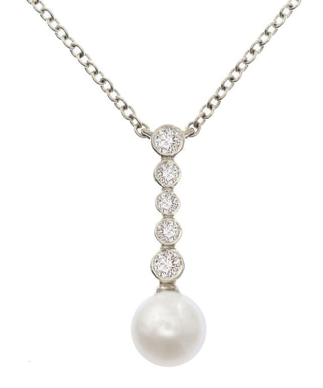 South Sea Broome pearl necklace with diamonds bezel-set in white gold