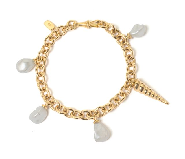 Yellow gold curb-link bracelet with Keshi pearls and shell charm.