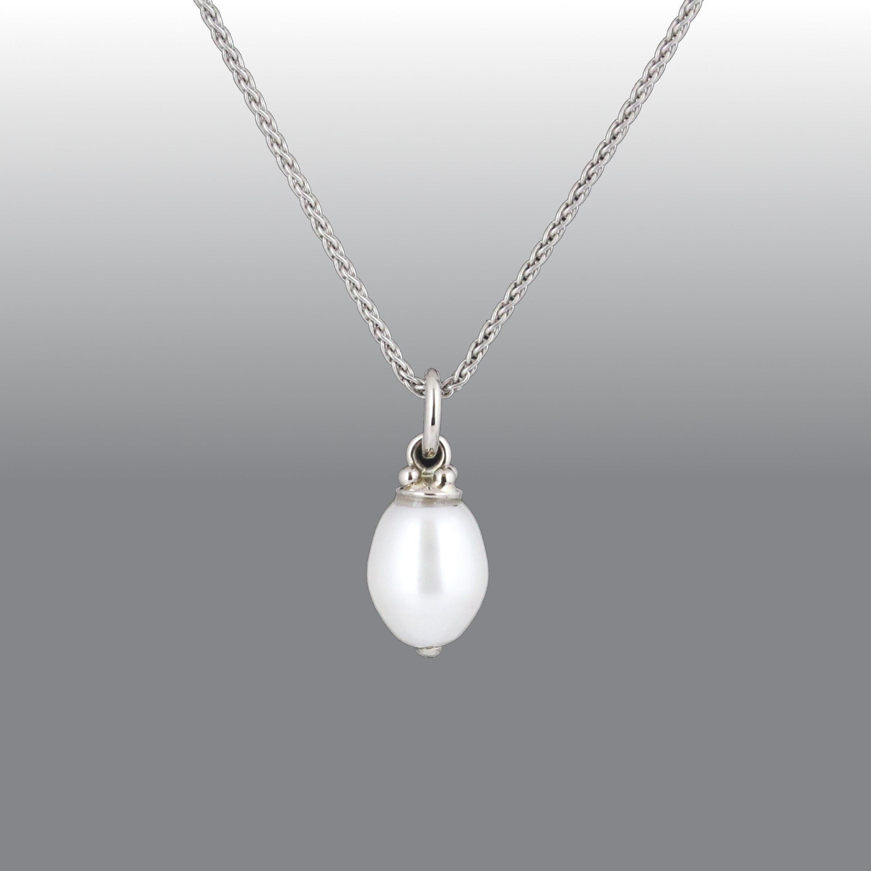 White gold freshwater pearl pendant.