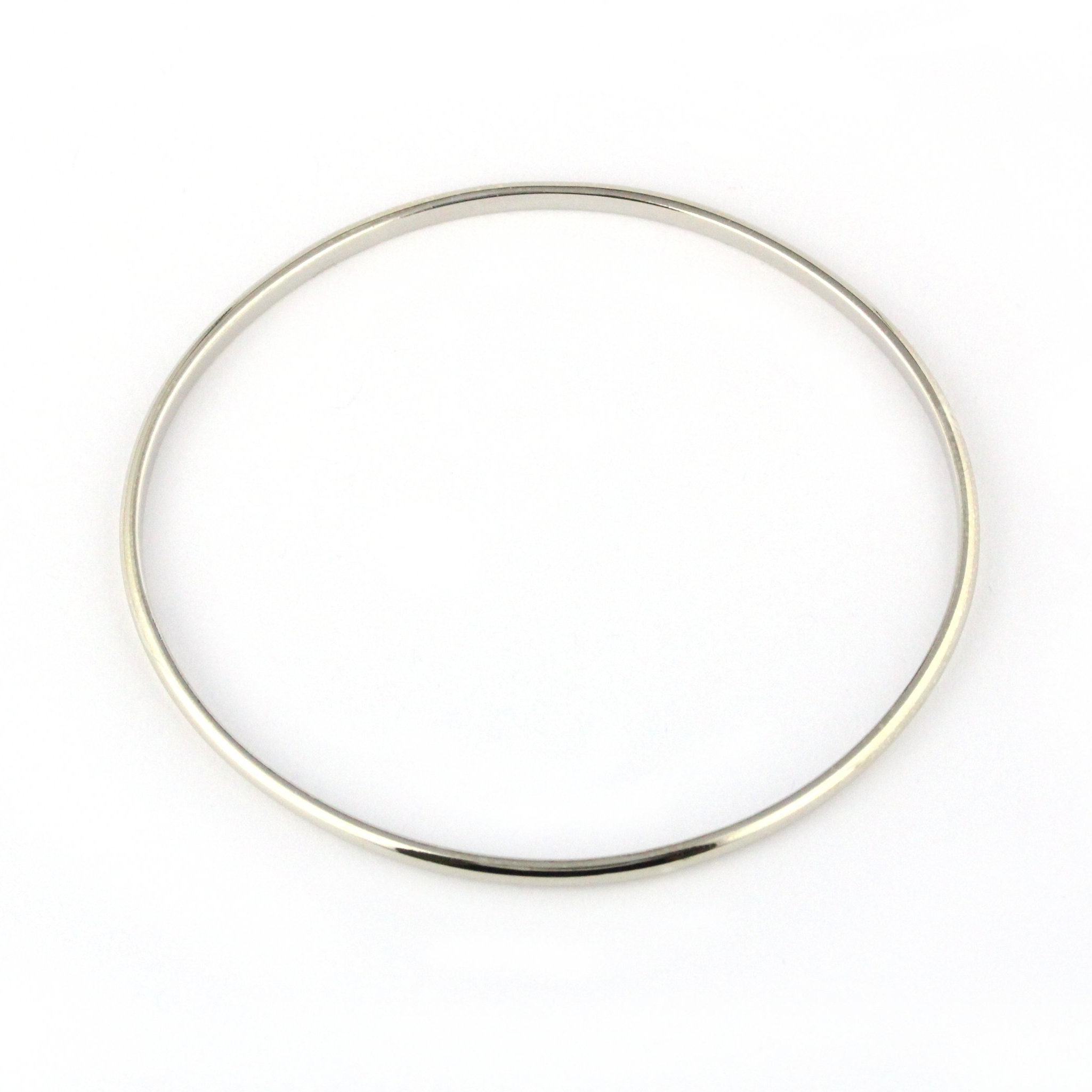 Thin white gold oval bangle.