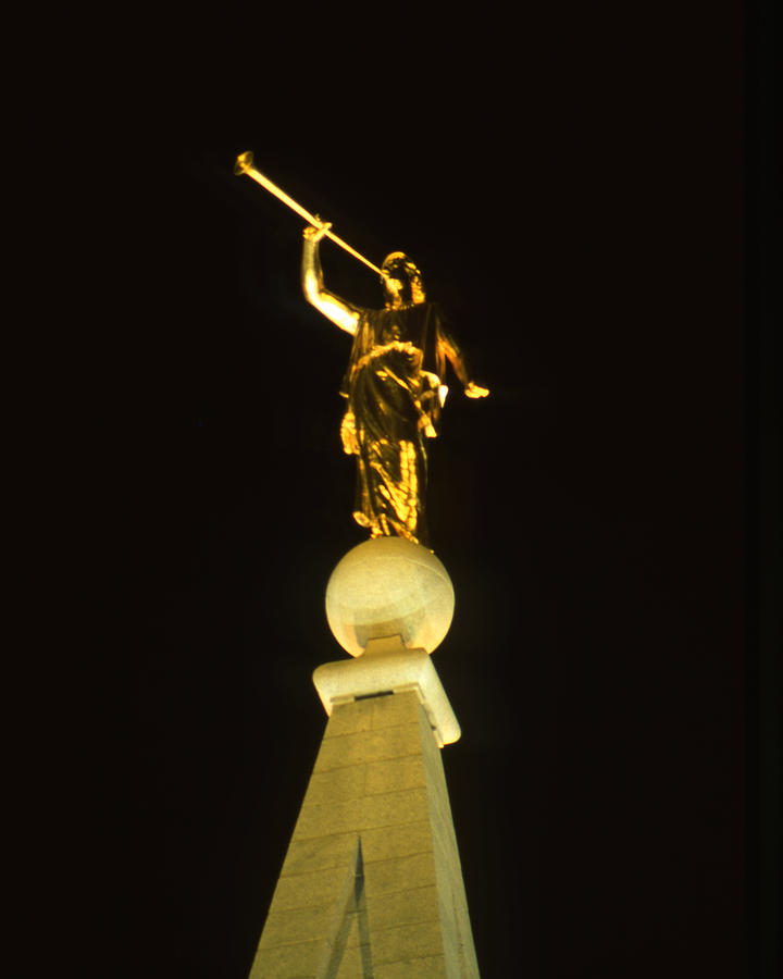 Angel Moroni Statue LDS Temple book of Mormon243.jpg