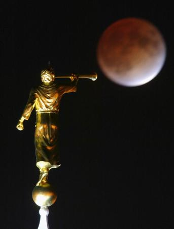 Angel Moroni Statue LDS Temple book of Mormon237.jpg