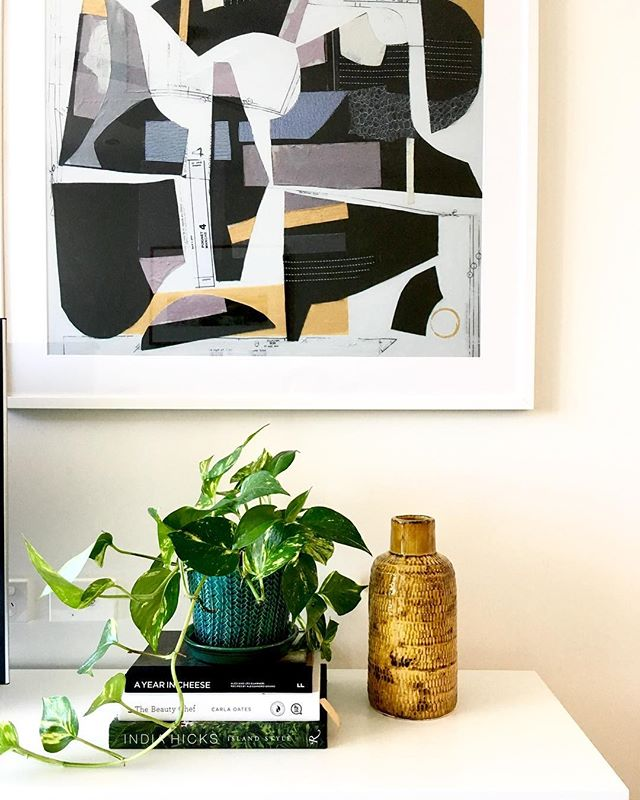 we are totally crushing on the texture and colour of this vase and pot combo....a recent vignette from one of our apartment displays!adding plants to a home or office not only adds vibrancy and life, it also improves indoor air quality! @designbybrutus @derlindesign .. .. .. .. .. #interiordesign #interiordesigners #interiorstyling #texture #plants #plantsofinstagram #pothos #greenlife #colourpop #bold #livingroom #art #saatchiart #apartmentliving  #multiresidential #independentliving #aveonewstead #brisbaneinteriordesigners #designbybrutus