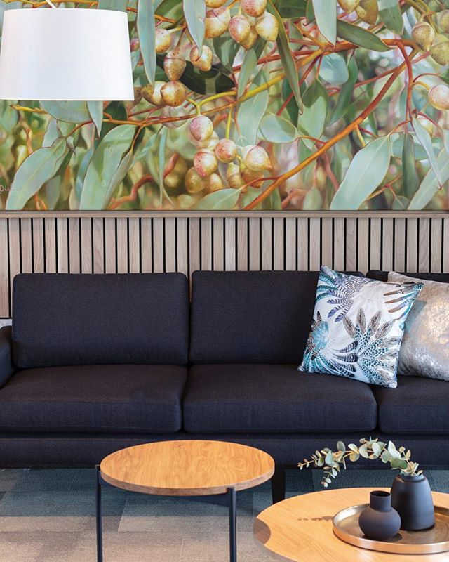 commissioned art ✅ custom furniture✅ bang on styling ✅ @Aveo Bella Vista Independent Living project @designbybrutus @derlindesign .. .. .. .. .. #interiordesign #interiordesigners #art #australianartist #lyndiefenbach #oilpainting #customfurniture #jardanfurniture #zepelfabrics #australiandesign #interiorstyling #texture  #timber #colourpop #bold #luxury #foyer #visitorslounge #multiresidential #independentliving #aveonorwest #brisbaneinteriordesigners #designbybrutus #derlindesign