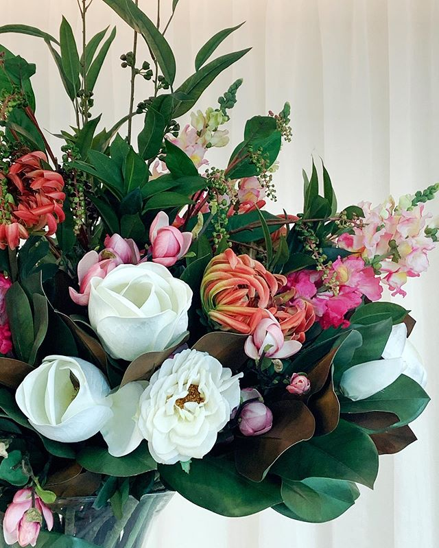 blooming beautiful 💗 sums up this floral arrangement we created @designbybrutus @derlindesign that injects a burst of joy and colour at ground reception for staff and residents @aveonewstead @designbybrutus @derlindesign Contact Amy Hodges on 0421 129 951 or email amy@designbybrutus.com.au .. .. .. .. .. .. #interiordesign #interiordesigner #styling #floral #brisbaneinteriors #brisbaneinteriordesigner #commercialdesign #bouquet #designbybrutus #derlindesign