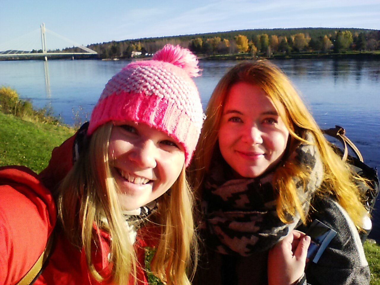 Jag och Jonna njöt av solen i Rovaniemi.