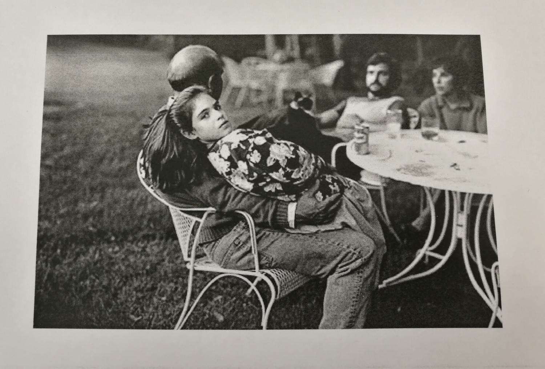 Ett foto av ett foto. Originalet står  Sally Mann  för. Mer information och verk av henne finns på  Artsy .
