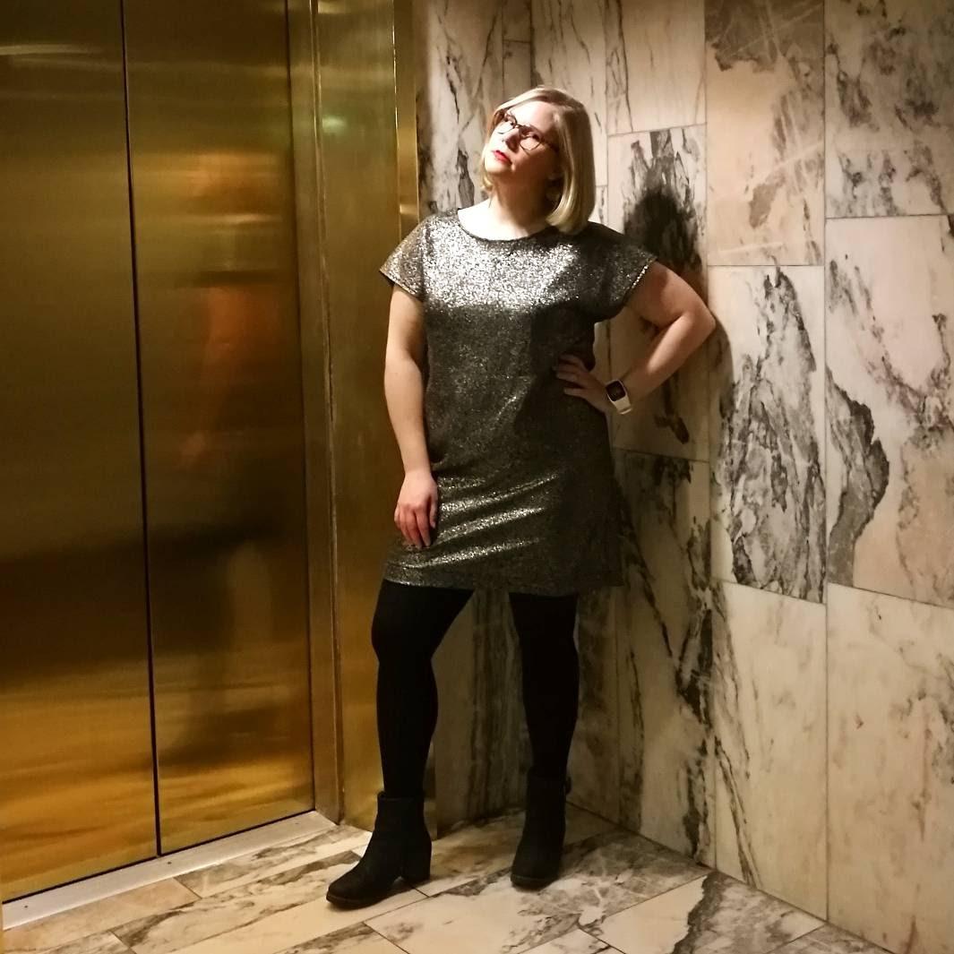 I går hade vi avslutningsfest och jag klädde mig i glitterklänning och  Hanna  fotade.