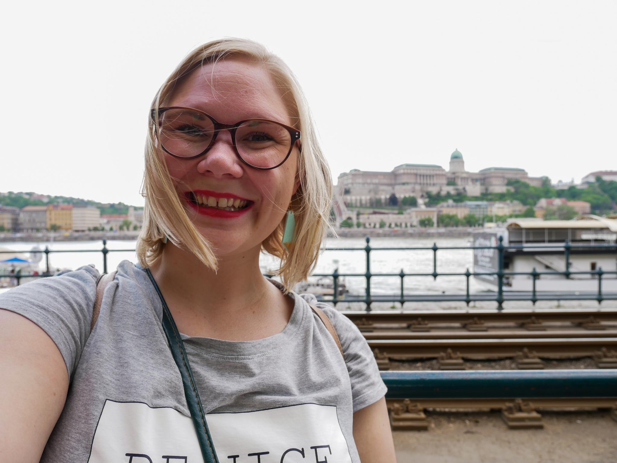 Desperat försök att ta en vettig selfie med den nya kameran i Budapest. Får träna lite på det här tror jag.