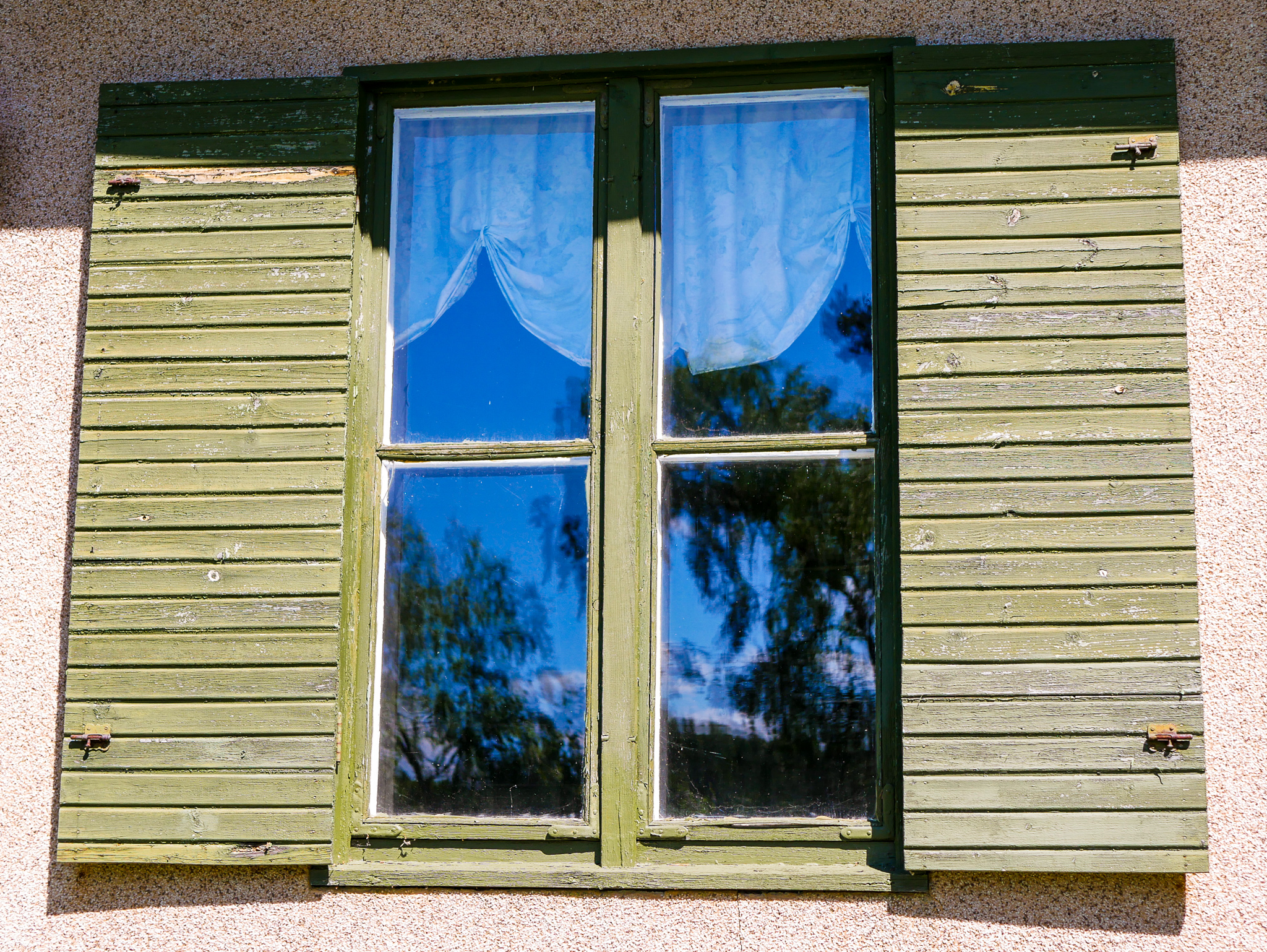 Finns det nåt charmigare än såna här spröjsade fönster?!