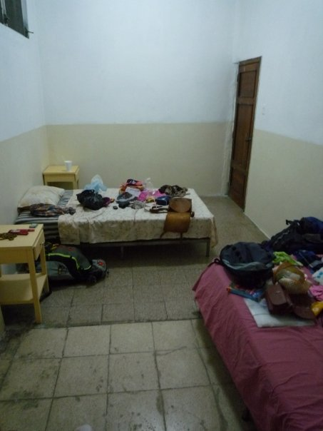 Det här sunkiga hotellrummet i Machala har faktiskt varit inspiration för ett ställe Erika besöker.