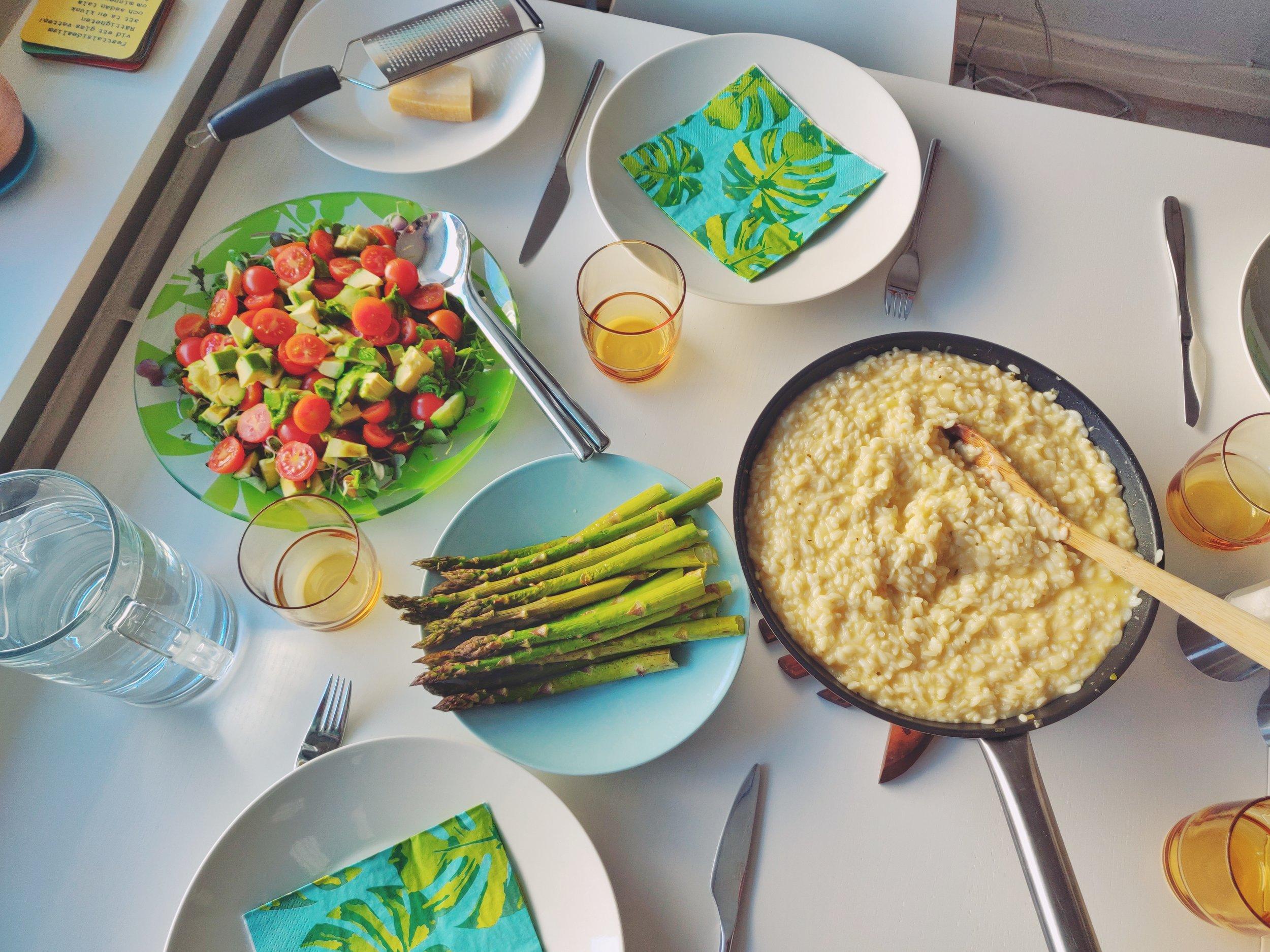 Jag brukar blanda i sparrisen men det blev så mycket risotto att den inte rymdes i stekpannan, haha.