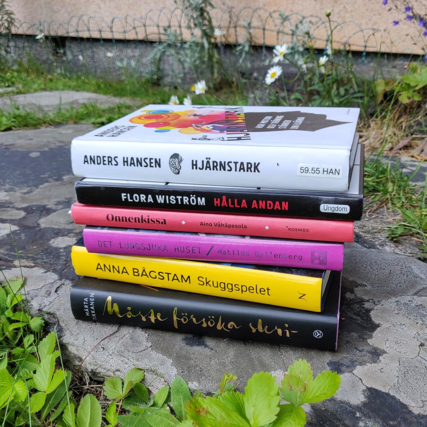 Jag har läst alla böcker förutom Märta Tikkansens Måste försöka skri- som jag inte ännu börjat med. Och nu inser jag att jag faktiskt läst böckerna just i den här ordningen, haha!