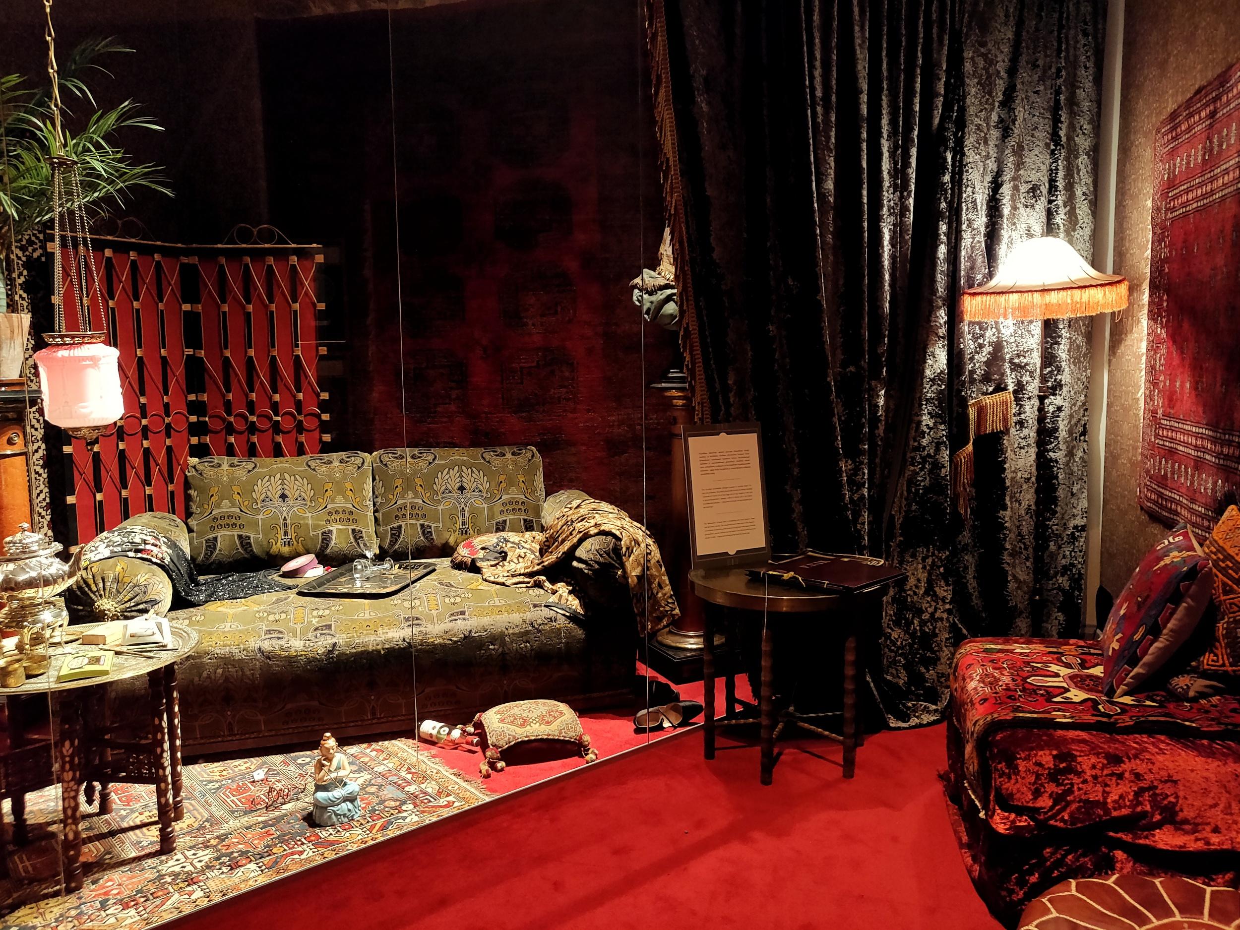Det orientaliska rummet på utställningen Sorglös stad.