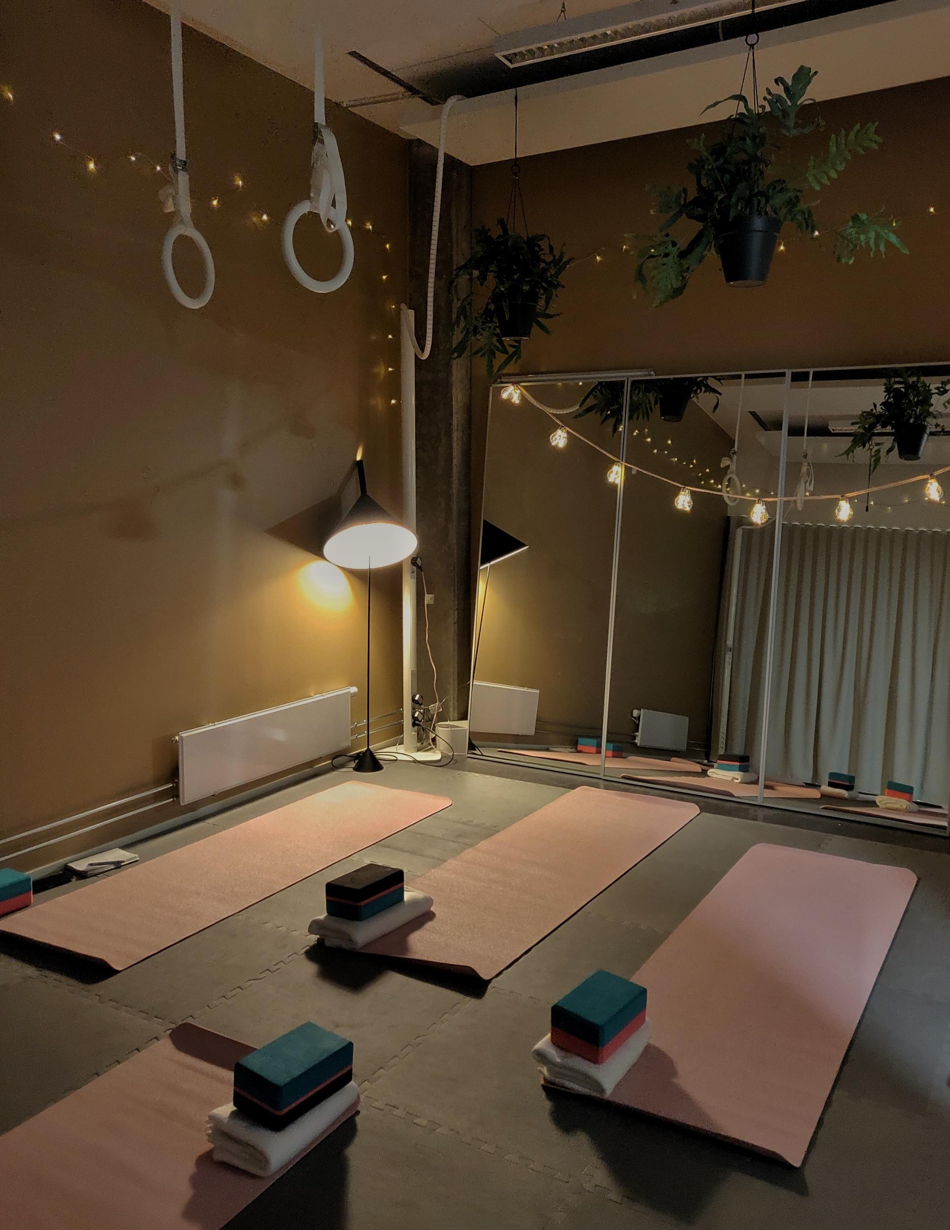 Yoga på kontoret i tisdags, tycker vårt yogarum är så mysigt. <3