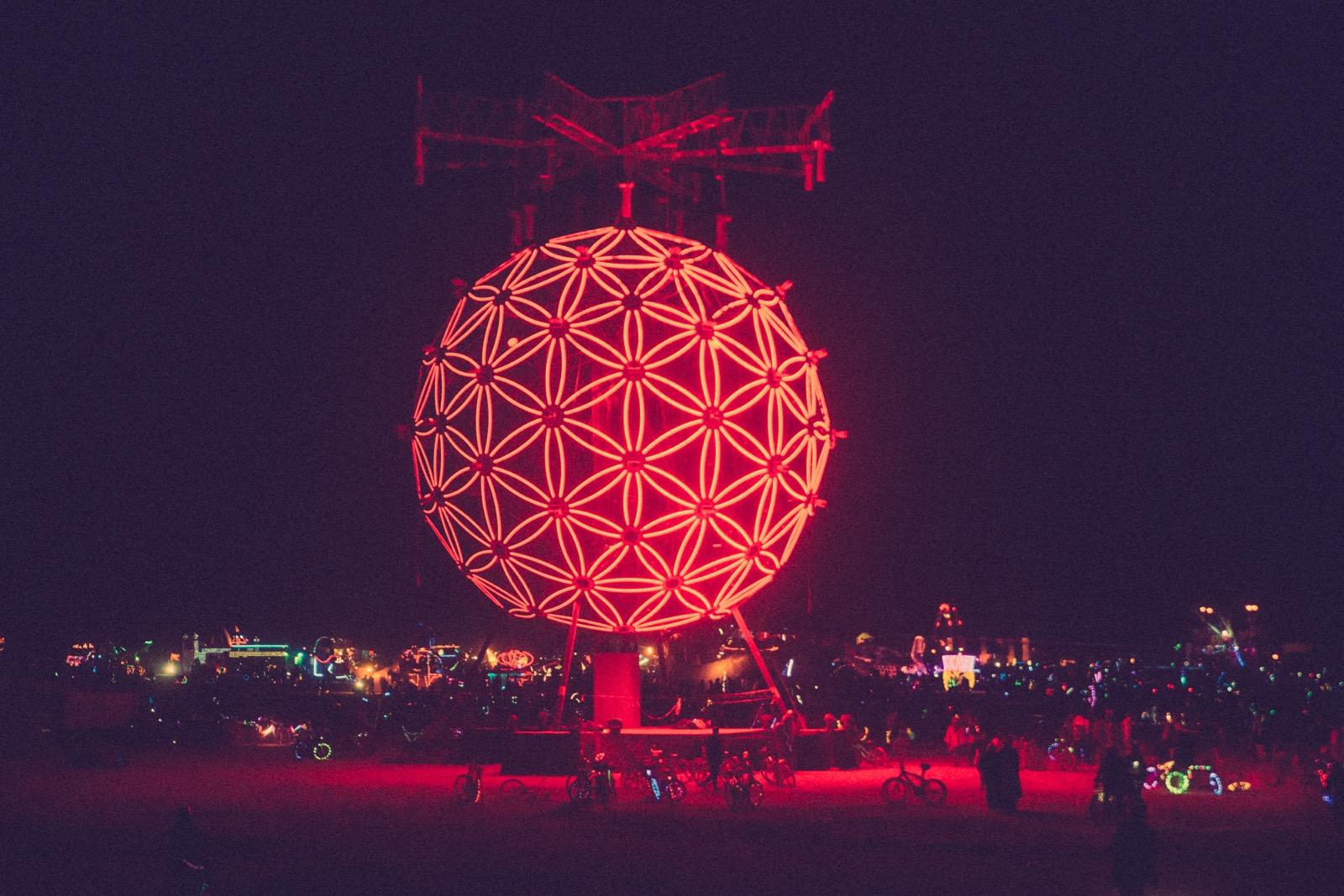 Lucent Dossier Crowd Burning_Man_2015_Galen_Oakes_Art - 6 of 20-1.jpg
