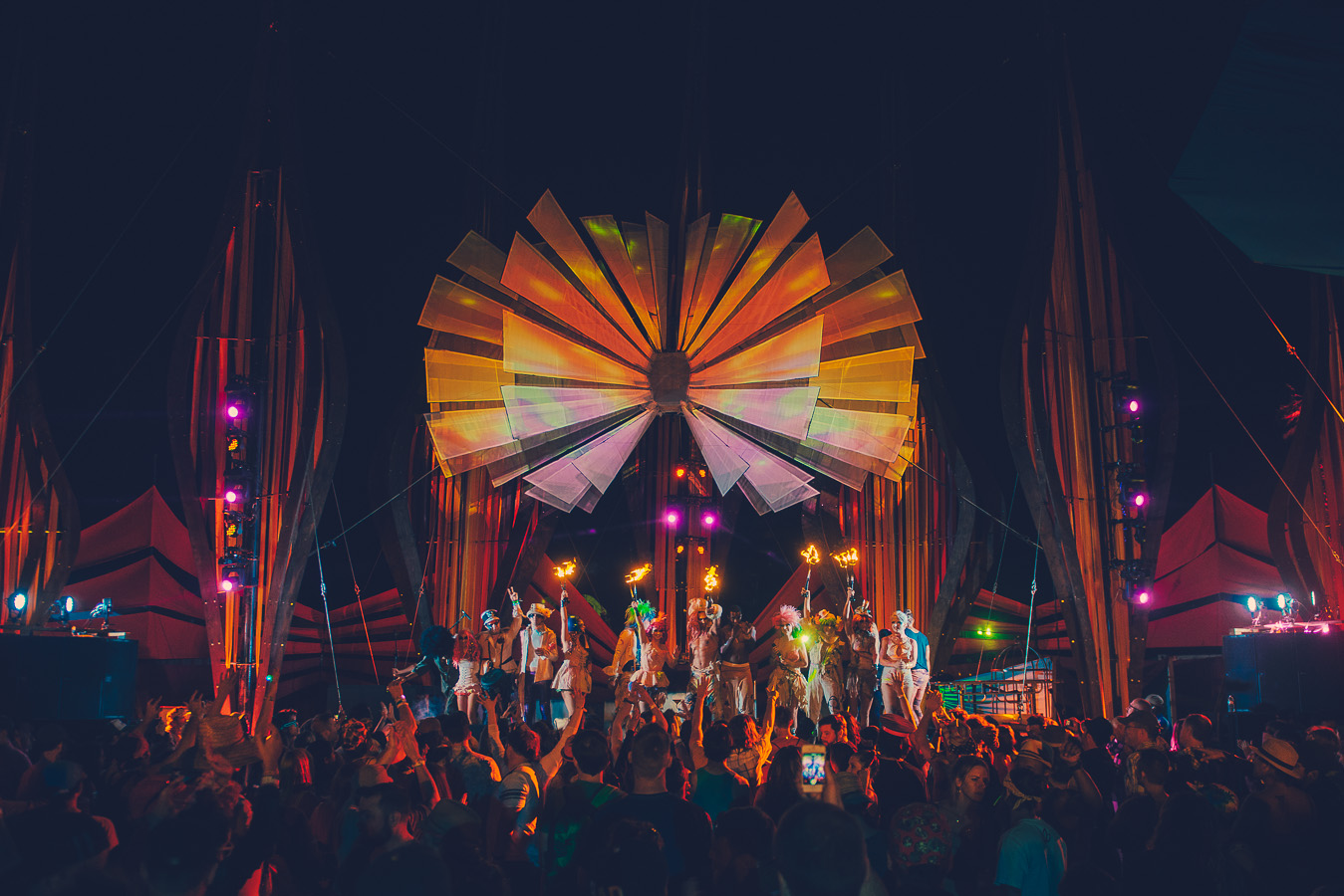 Lucent Dossier Crowd Stage DoLaB-Coachella-2014-by-Daniel-Zetterstrom-1.jpg