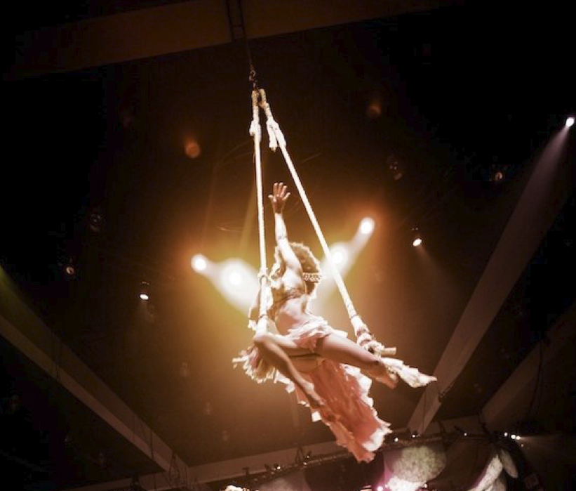 Lucent Dossier Sunny aerial swing GRAMMYS.png