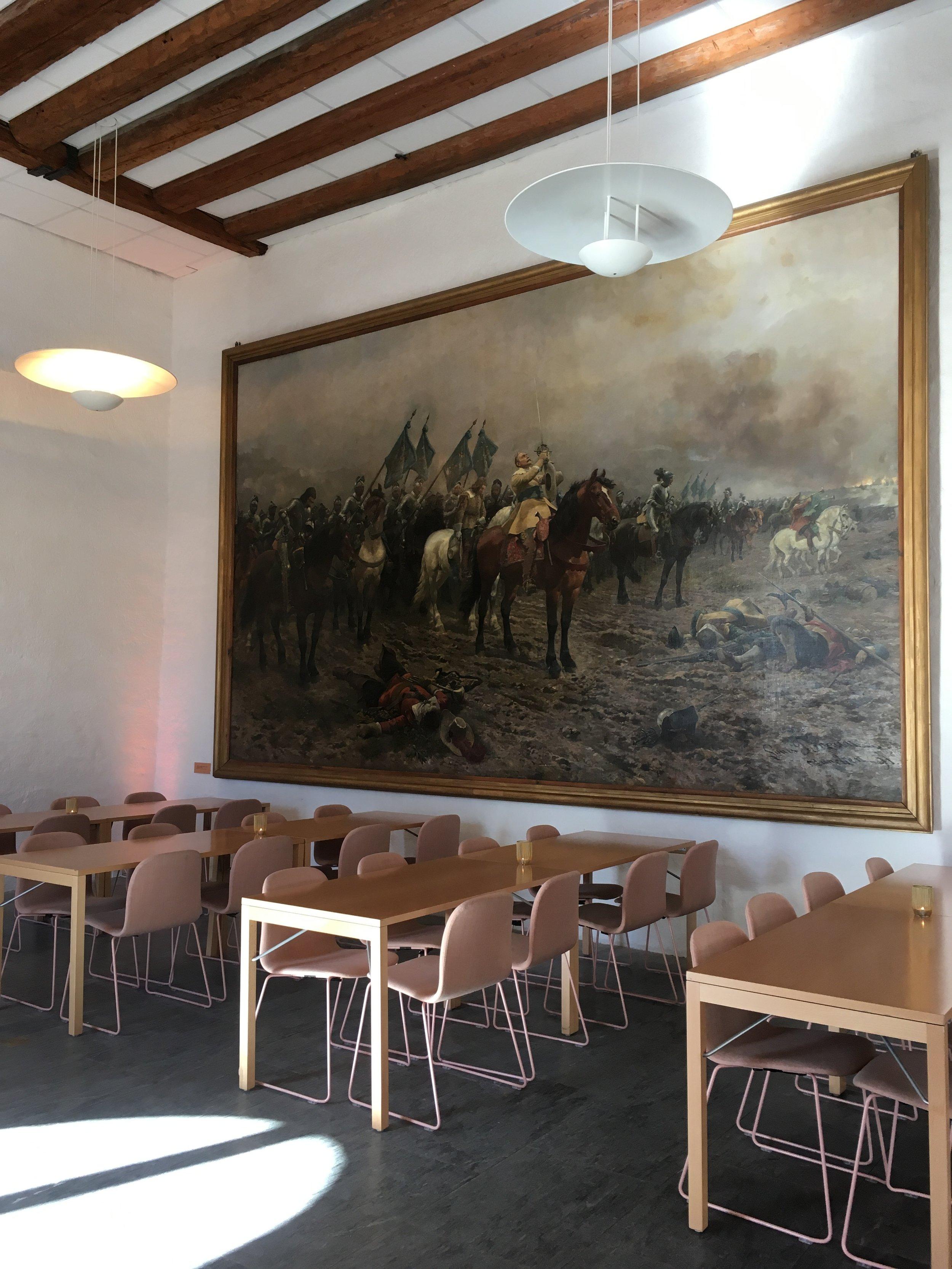 Taidetta kahvilan seinällä