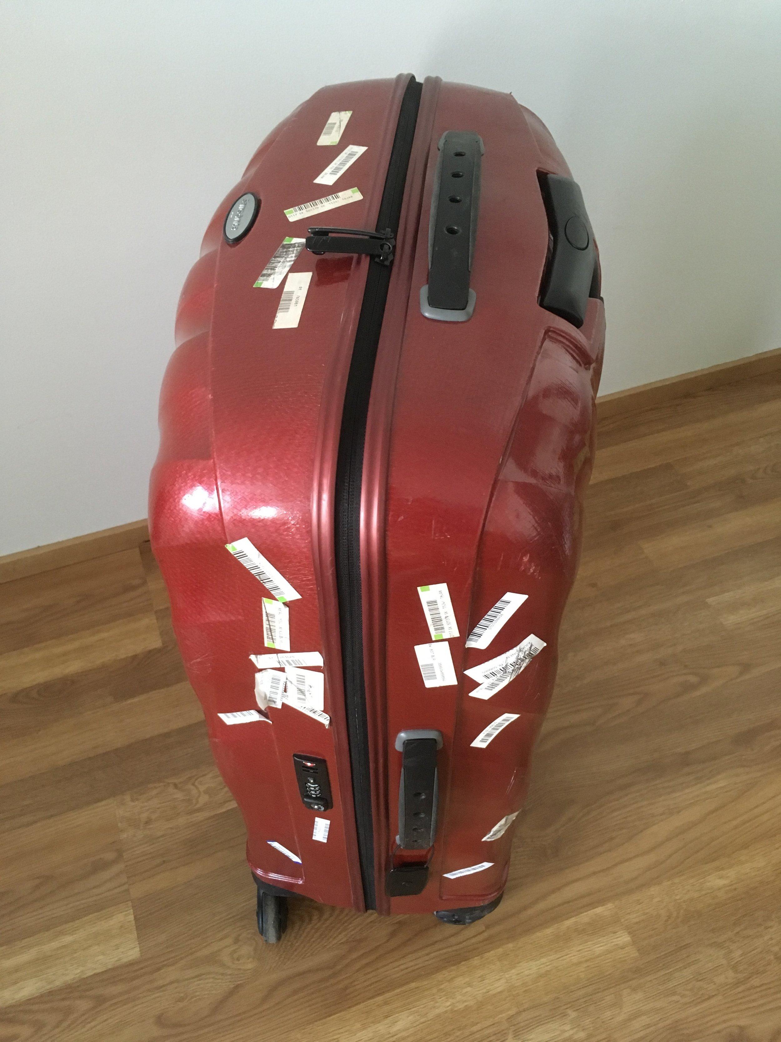 Paljon matkustanut ja tarroja kerännyt matkalaukku!
