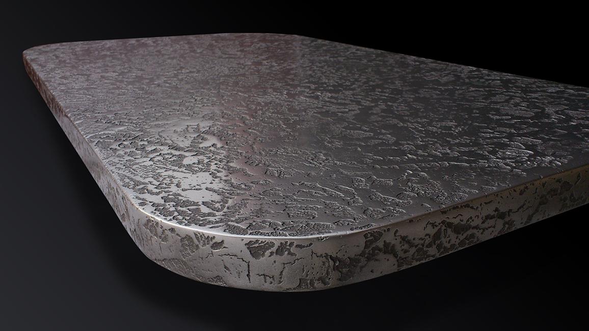 28. Butikui gamintas stalas padengtas plienu.