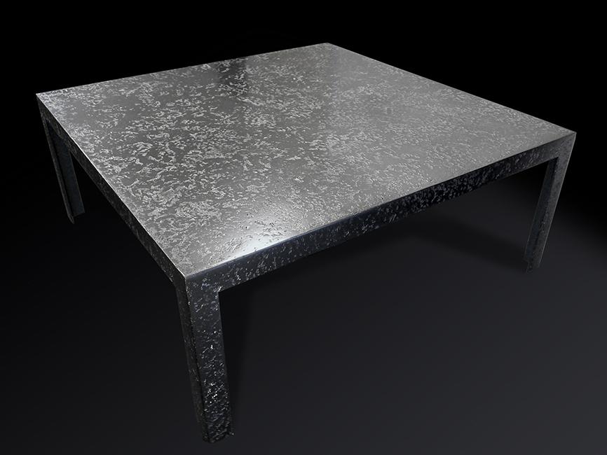 14. Butikui gamintas stalas, padengtas plienu.