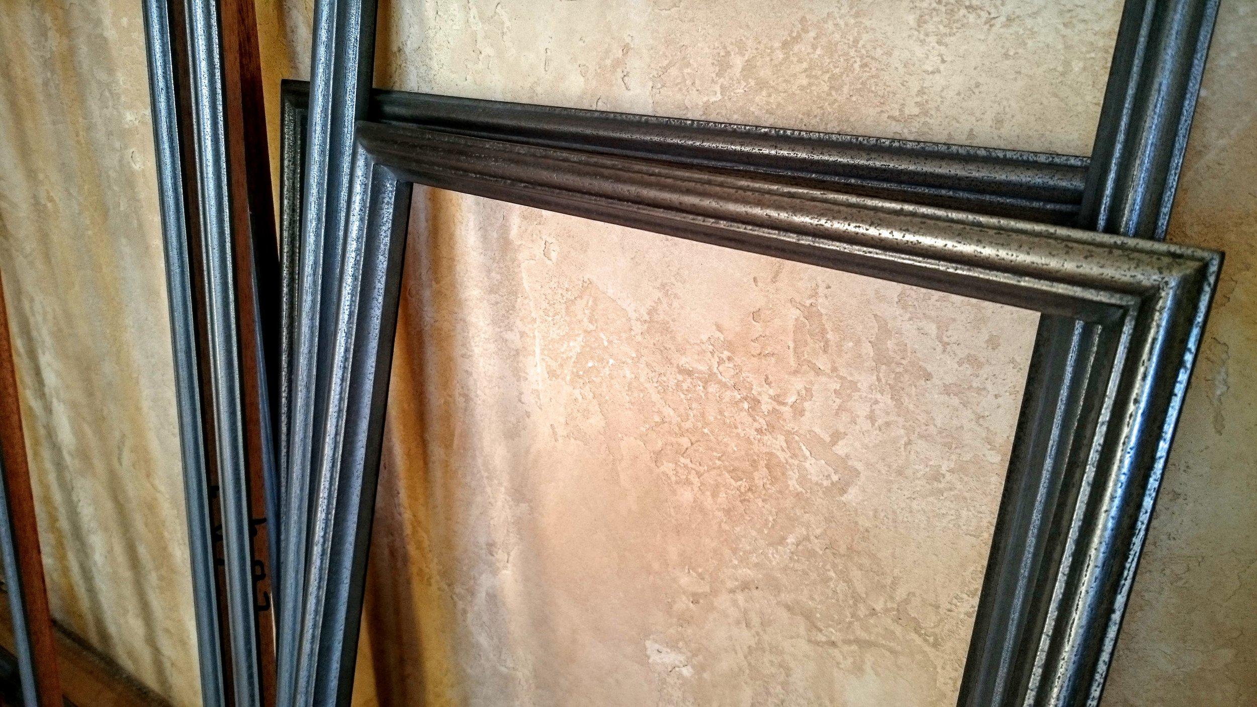 36. Mediniai durų filingų apvadai padengti geležimi.