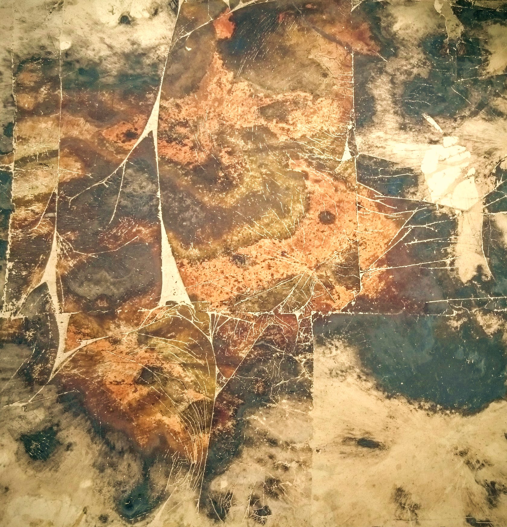 9. Verre Eglomise. Skaidrus stiklas padengtas sendintos bronzos ir aukso lapeliais.
