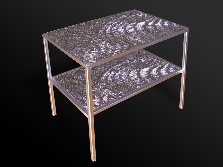 50. Paladžio lapeliais dengtas kaltinio metalo staliukas. Pagaminta vardinėms parduotuvėms visame pasaulyje.